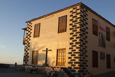 Casa de la aduana en puesta de sol
