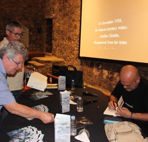 Firma libros con Alexis Ravelo