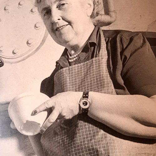 Agatha Christie cocinando